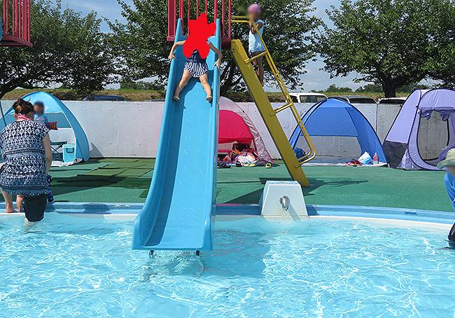 子供プールの滑り台