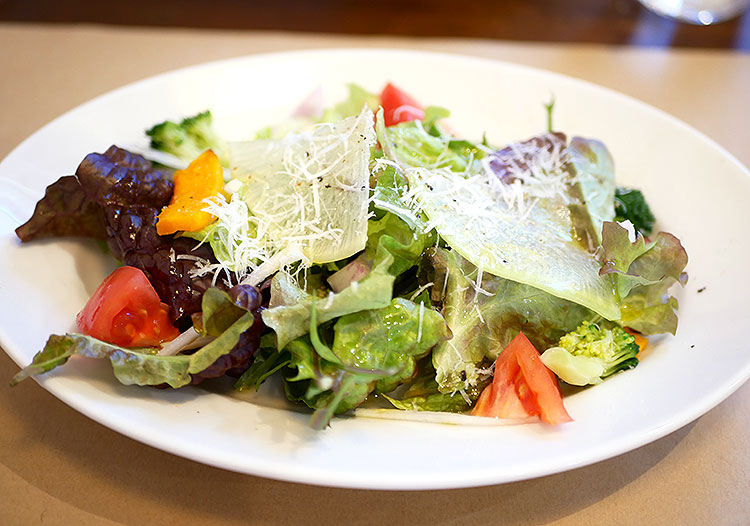 季節野菜たっぷりサラダ
