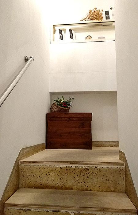 wakuracafe 階段