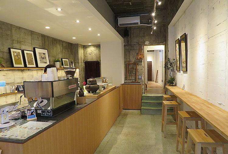 wakuracafe 店内1階