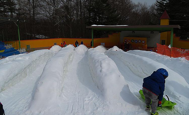軽井沢おもちゃ王国 雪滑り台