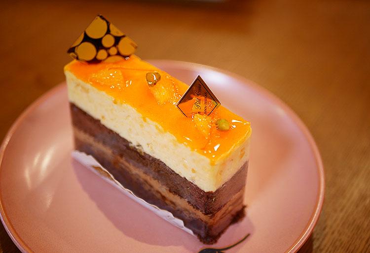 ショコランジュ オレンジの皮入りのさわやかなオレンジムースとミルクチョコクリーム・アーモンドショコラビスキュイ ¥450