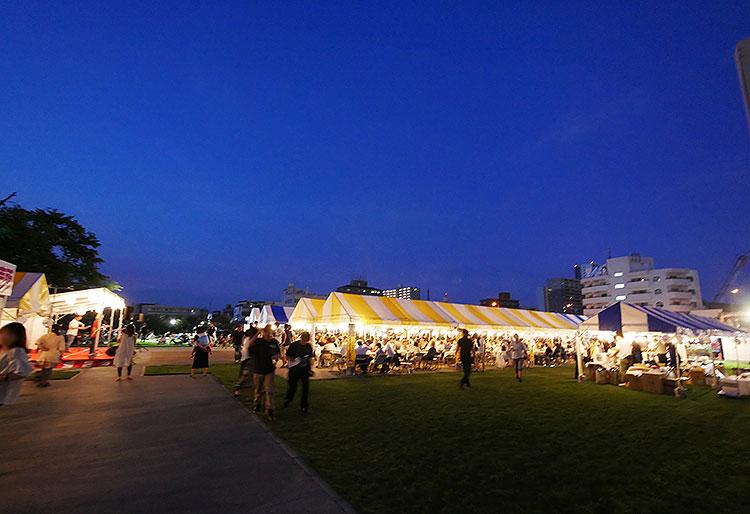 小山のビール祭り_夜