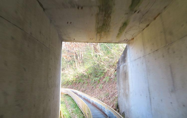 かかしの里 ローラーすべり台 トンネル