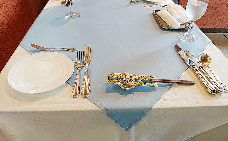 お箸でフレンチ 向日葵 テーブル
