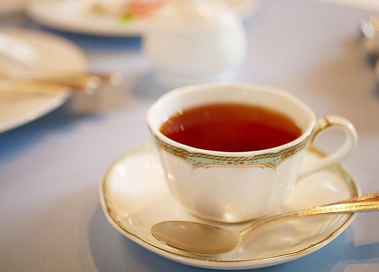 お箸でフレンチ 向日葵 紅茶