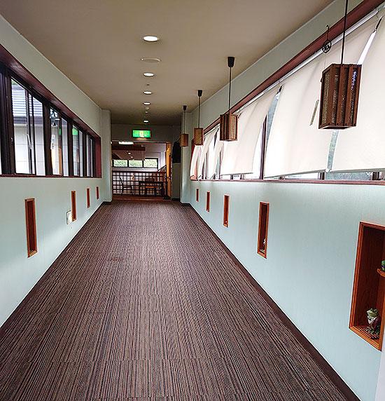 益子間 里山リゾートホテル 渡り廊下
