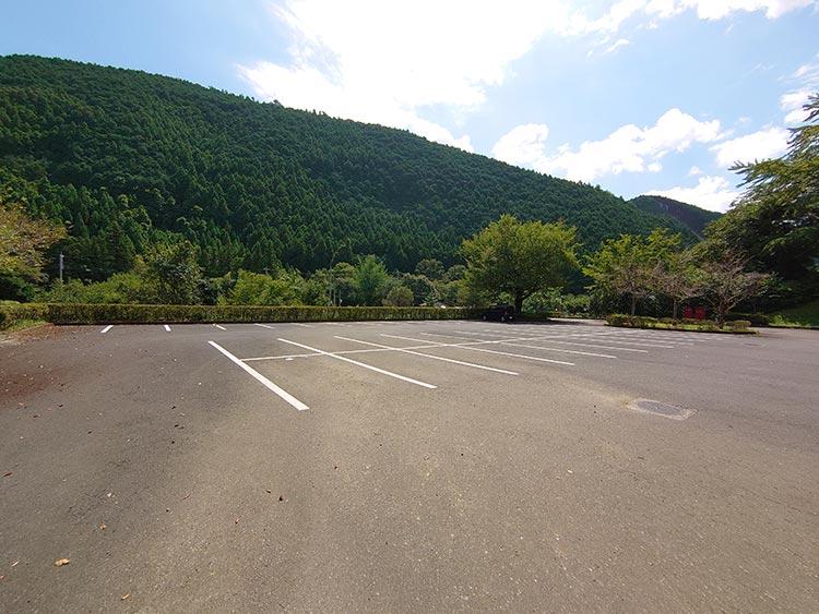 蓬山ログビレッジ‗駐車場