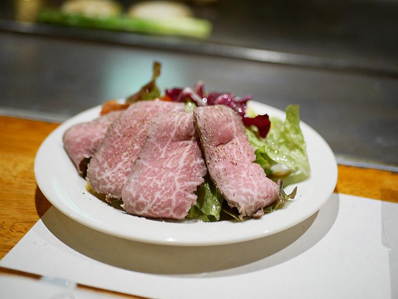 厳選和牛冷製ローストビーフサラダ